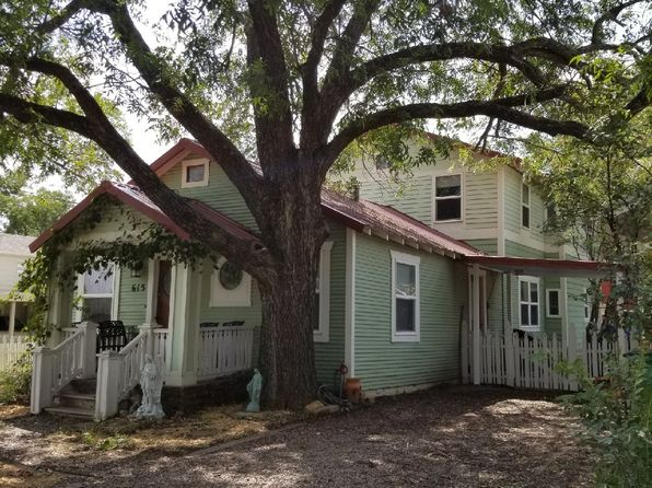 3 bed 2 bath Single Family at 615 N Oak St Muenster, TX, 76252 is for sale at 250k - 1 of 20