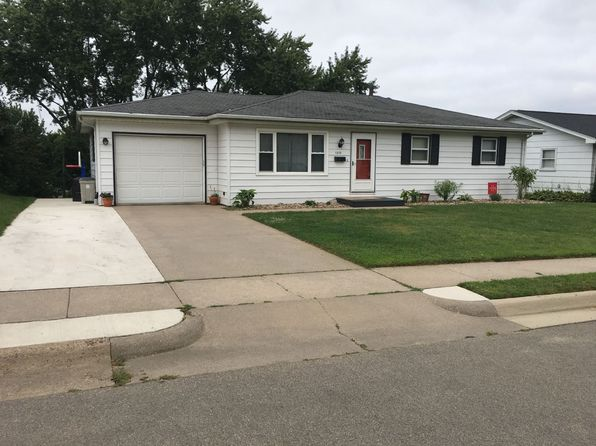 3 bed 3 bath Single Family at 1315 Madera St Dubuque, IA, 52001 is for sale at 170k - 1 of 19