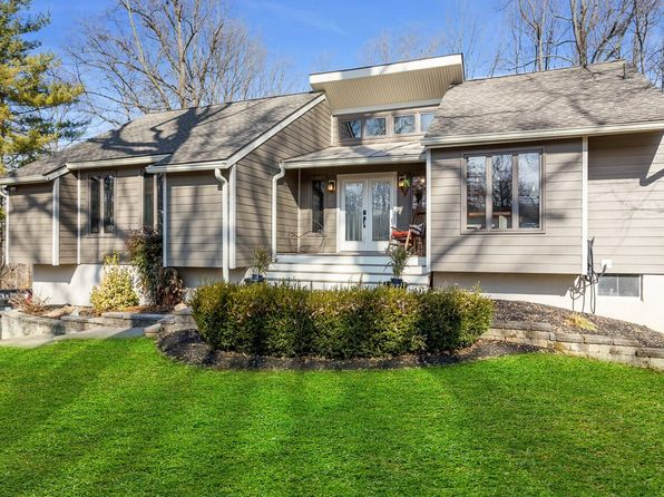 3 bed 3 bath Single Family at 456 Shamona Cir Downingtown, PA, 19335 is for sale at 429k - 1 of 30