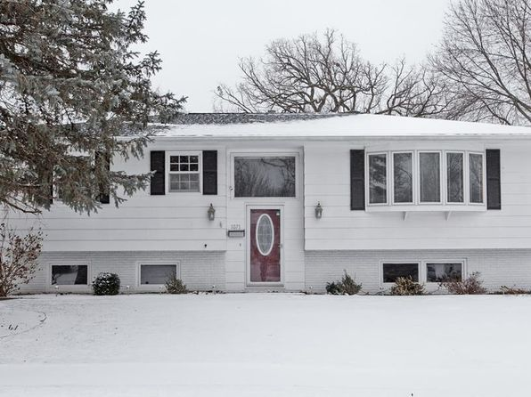 4 bed 2 bath Single Family at 1071 Rainbow Blvd Hiawatha, IA, 52233 is for sale at 170k - 1 of 32