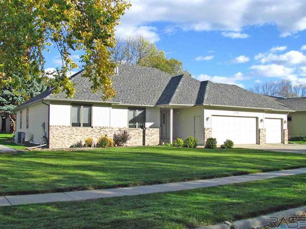 4 bed 3 bath Single Family at 2204 S Crown Hill Dr Sioux Falls, SD, 57106 is for sale at 275k - 1 of 16