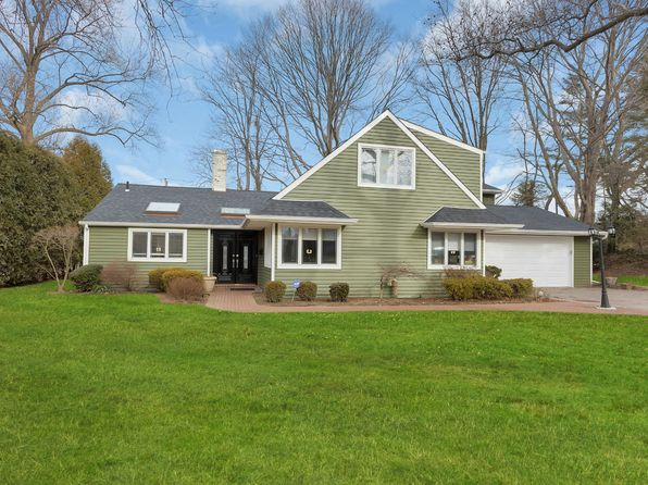 4 bed 3 bath Single Family at 14 Robbins Ln Great Neck, NY, 11020 is for sale at 1.65m - 1 of 13