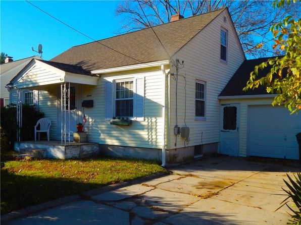 2 bed 2 bath Single Family at 7 Warren St Smithfield, RI, 02917 is for sale at 205k - 1 of 13