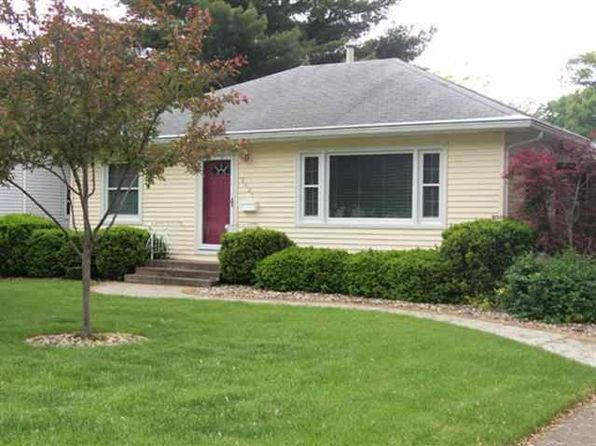 2 bed 1 bath Single Family at 1425 W Lincoln Ave Davenport, IA, 52804 is for sale at 157k - 1 of 4