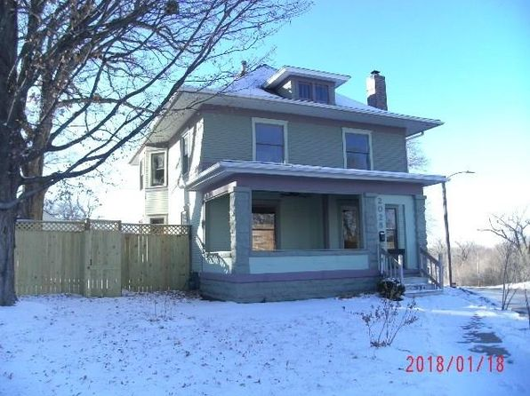 4 bed 2 bath Single Family at 2028 9th St Des Moines, IA, 50314 is for sale at 140k - 1 of 17