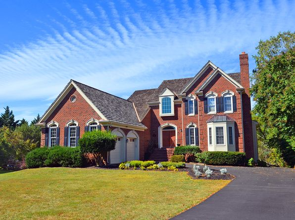 5 bed 5 bath Single Family at 6201 Point Cir Centreville, VA, 20120 is for sale at 875k - 1 of 41