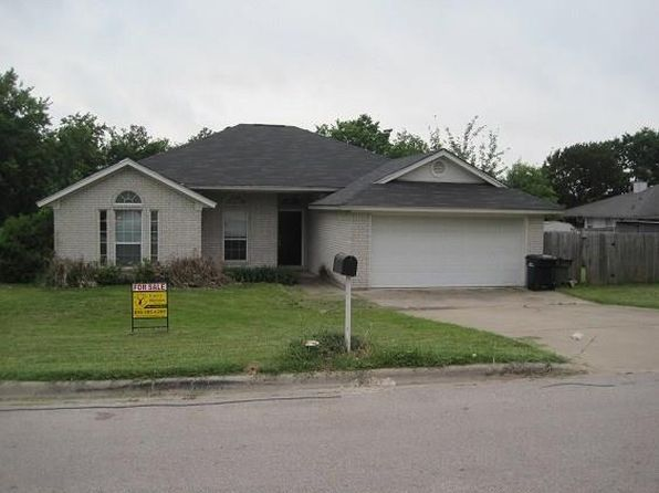 3 bed 2 bath Single Family at 1003 E Johnson St Burnet, TX, 78611 is for sale at 225k - 1 of 27