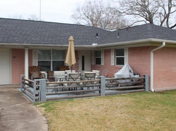 3 bed 2 bath Single Family at 501 LIGHT ST ANAHUAC, TX, 77514 is for sale at 170k - 1 of 15