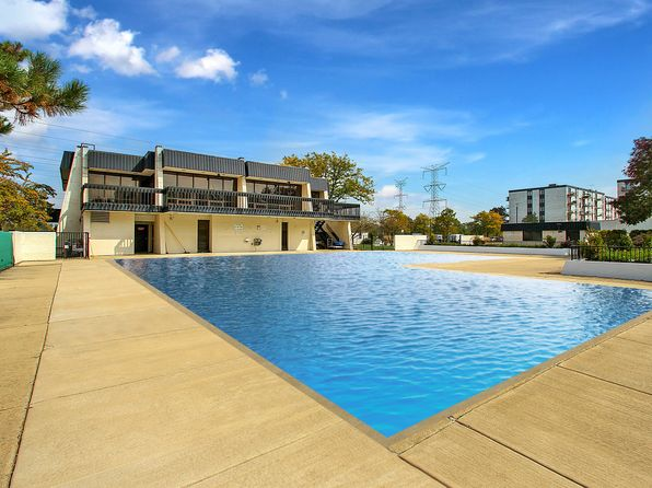 2 bed 2 bath Condo at 9731 N Fox Glen Dr Niles, IL, 60714 is for sale at 139k - 1 of 14