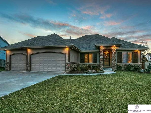5 bed 3 bath Single Family at 2260 Broadwater Dr Papillion, NE, 68046 is for sale at 365k - 1 of 36
