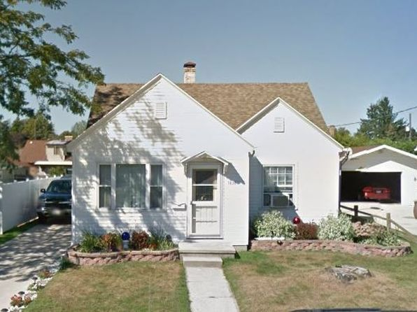 3 bed 1 bath Single Family at 1830 Belmont St Manitowoc, WI, 54220 is for sale at 118k - 1 of 16