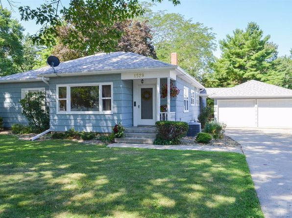 3 bed 2 bath Single Family at 1529 Main St Grinnell, IA, 50112 is for sale at 170k - 1 of 38