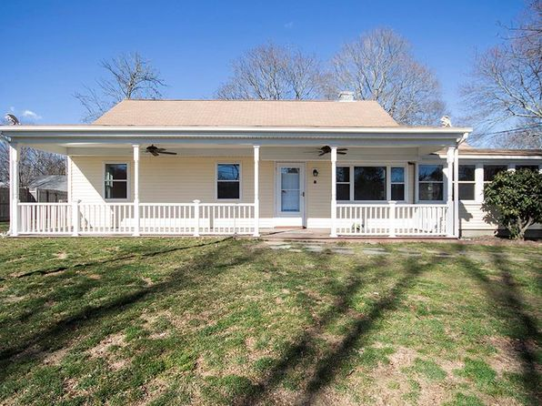 3 bed 1 bath Single Family at 8 Fairfield Rd Barrington, RI, 02806 is for sale at 265k - 1 of 38