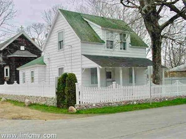 1 bed 2 bath Single Family at 122 DUKES COUNTY AVE OAK BLUFFS, MA, 02557 is for sale at 520k - 1 of 7