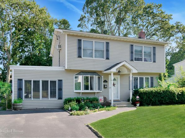 3 bed 2 bath Single Family at 6 High St Sayville, NY, 11782 is for sale at 390k - 1 of 14