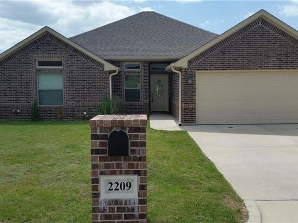 4 bed 2 bath Single Family at 2209 Springhill Ct Mineral Wells, TX, 76067 is for sale at 195k - 1 of 21