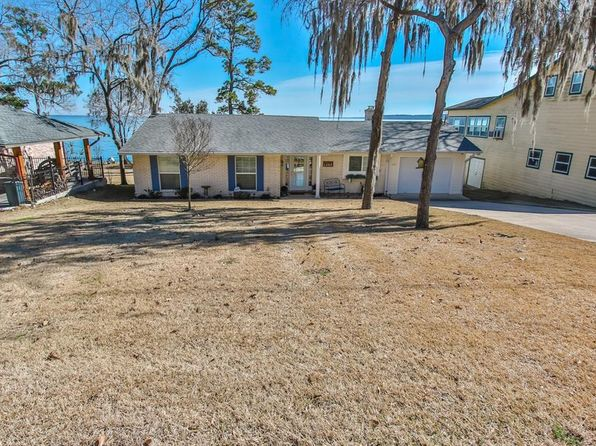 3 bed 3 bath Single Family at 404 EDGEWATER WAY POINTBLANK, TX, 77364 is for sale at 380k - 1 of 37