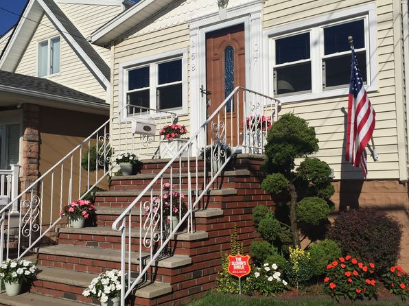 2 bed 2 bath Single Family at 15807 102nd St Howard Beach, NY, 11414 is for sale at 575k - 1 of 12