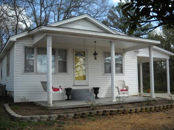 2 bed 2 bath Single Family at 1003 Peach St Selmer, TN, 38375 is for sale at 58k - 1 of 9
