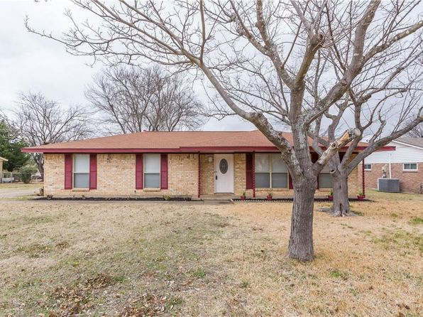 3 bed 2 bath Single Family at 111 N Valley St Red Oak, TX, 75154 is for sale at 159k - 1 of 28