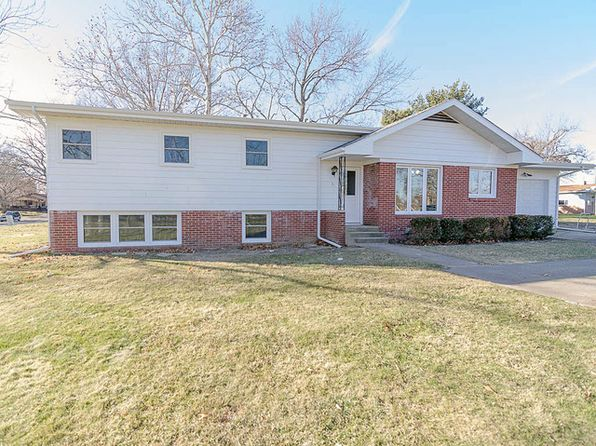 3 bed 2 bath Single Family at 200 NW Union St Monticello, IL, 61856 is for sale at 190k - 1 of 39