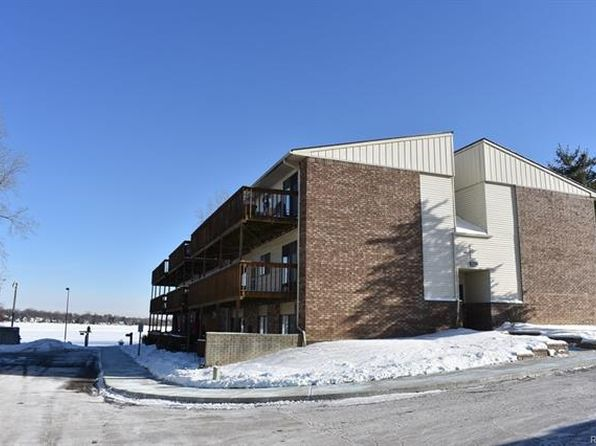 2 bed 2 bath Condo at 895 S Pontiac Trl Walled Lake, MI, 48390 is for sale at 130k - 1 of 38
