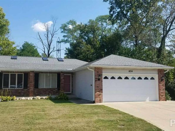 3 bed 2 bath Condo at 1834 Vienna Ct Pekin, IL, 61554 is for sale at 105k - 1 of 15