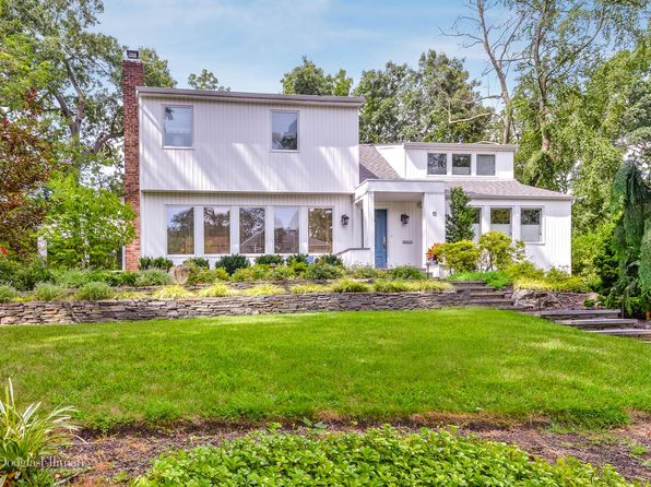 4 bed 4 bath Single Family at 15 Hunters Ln Roslyn, NY, 11576 is for sale at 1.18m - 1 of 22