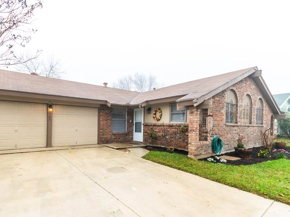 3 bed 2 bath Single Family at 4263 Bayliss St San Antonio, TX, 78233 is for sale at 148k - 1 of 24