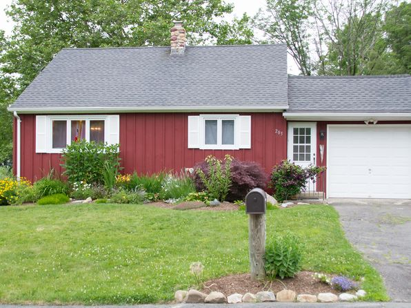 3 bed 1 bath Single Family at 205 Farview Cir Watertown, CT, 06795 is for sale at 190k - 1 of 14