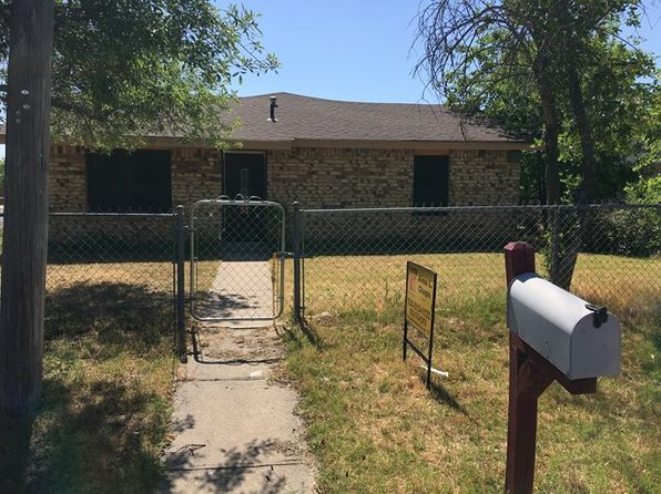 3 bed 2 bath Single Family at 1113 Concho St Eagle Pass, TX, 78852 is for sale at 128k - 1 of 7