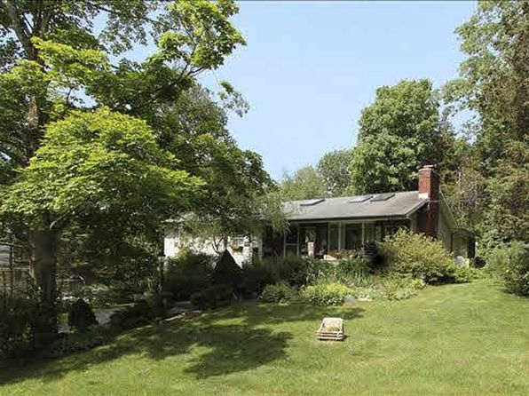 3 bed 3 bath Single Family at 27 Prentiss Dr East Fishkill, NY, 12533 is for sale at 289k - 1 of 18