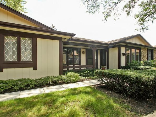 2 bed 2 bath Single Family at 1442 Estate Ln Glenview, IL, 60025 is for sale at 450k - 1 of 30