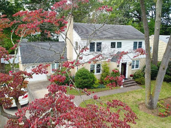 5 bed 4 bath Single Family at 23 Johnstone Rd Great Neck, NY, 11021 is for sale at 1.33m - 1 of 22