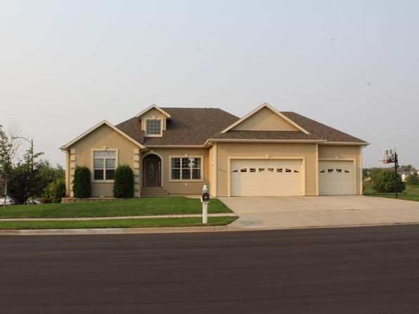 6 bed 3 bath Single Family at 4000 Overland Rd Bismarck, ND, 58503 is for sale at 475k - 1 of 29