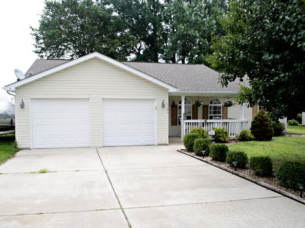 3 bed 2 bath Single Family at 1701 Seigler Marion, IL, 62959 is for sale at 132k - 1 of 21
