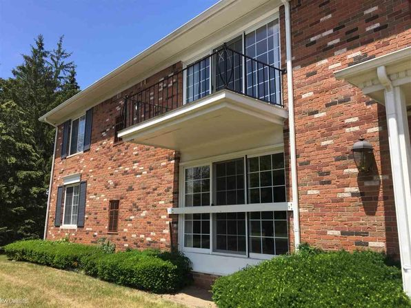 2 bed 2 bath Condo at 451 Fox Hills Dr S Bloomfield Hills, MI, 48304 is for sale at 114k - 1 of 38