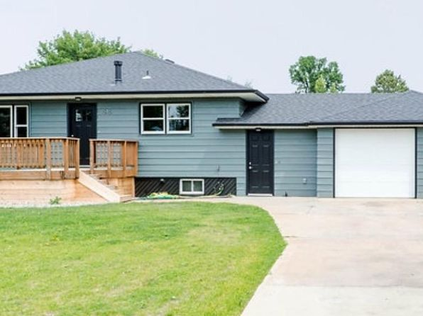 3 bed 2 bath Single Family at 1546 1st St W Dickinson, ND, 58601 is for sale at 275k - 1 of 35