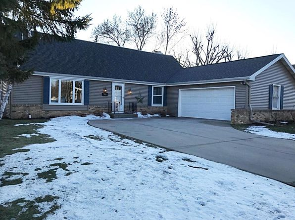 4 bed 3 bath Single Family at 3911 Michigan Ave Manitowoc, WI, 54220 is for sale at 250k - 1 of 25