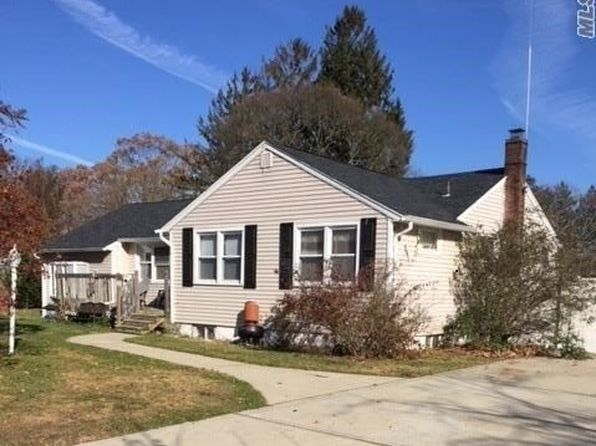 4 bed 2 bath Single Family at 1387 Potter Blvd Bay Shore, NY, 11706 is for sale at 324k - 1 of 10