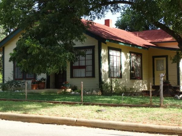 3 bed 2 bath Single Family at 314 W Park St Fredericksburg, TX, 78624 is for sale at 375k - 1 of 45
