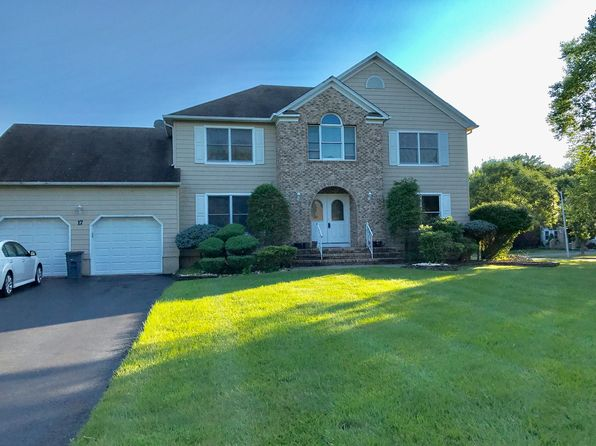 5 bed 3 bath Single Family at 17 Locksley Ln Manalapan, NJ, 07726 is for sale at 640k - 1 of 19