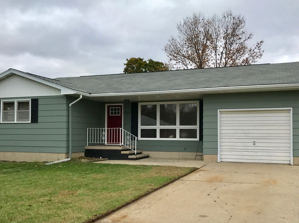4 bed 2 bath Single Family at 526 11th Ave SE Dyersville, IA, 52040 is for sale at 150k - 1 of 10