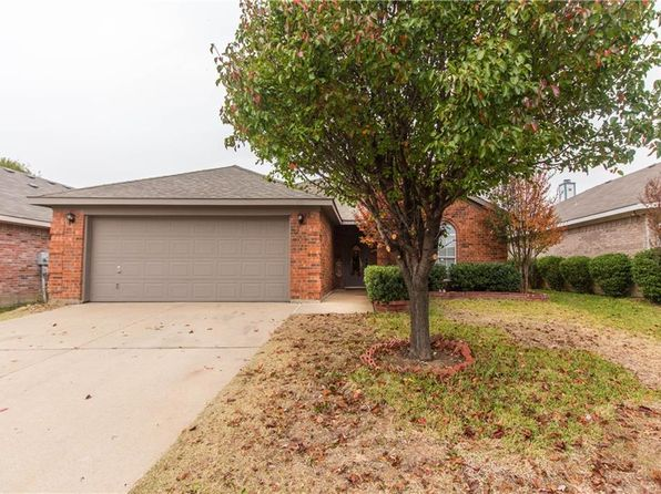 3 bed 2 bath Single Family at 633 Oak Hollow Trl Saginaw, TX, 76179 is for sale at 170k - 1 of 16