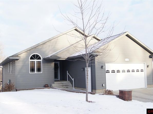4 bed 3 bath Single Family at 1704 N Jefferson St New Ulm, MN, 56073 is for sale at 280k - 1 of 18