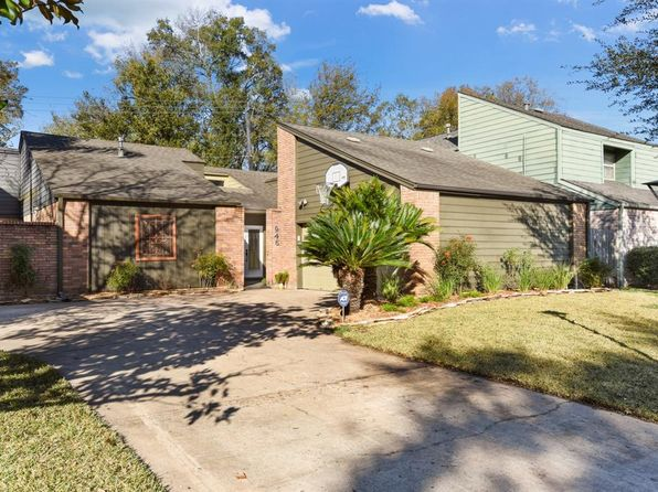 3 bed 2 bath Single Family at 946 Coachlight Dr Houston, TX, 77077 is for sale at 360k - 1 of 34