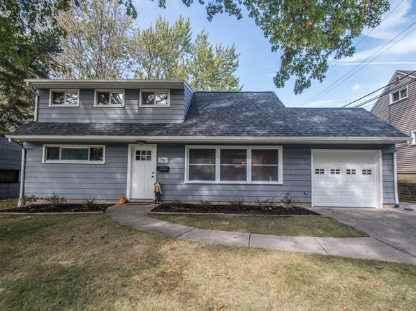 4 bed 1 bath Single Family at 1431 Silver Lake Ave Cuyahoga Falls, OH, 44223 is for sale at 135k - 1 of 25