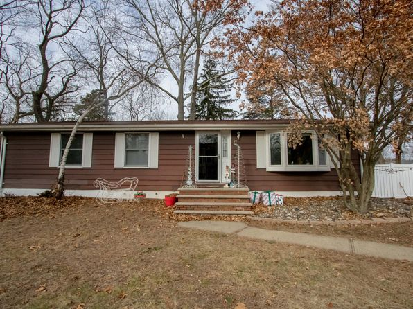 3 bed 2 bath Single Family at 19 N Shore Blvd Helmetta, NJ, 08828 is for sale at 278k - 1 of 17