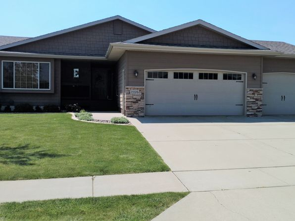 5 bed 3 bath Single Family at 2205 S Hofstad Ave Sioux Falls, SD, 57106 is for sale at 280k - 1 of 19