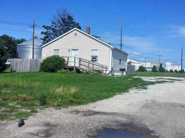 1 bed 1 bath Single Family at 98 S Spring St Geneseo, IL, 61254 is for sale at 82k - 1 of 5